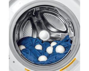 Dryer balls in laundry